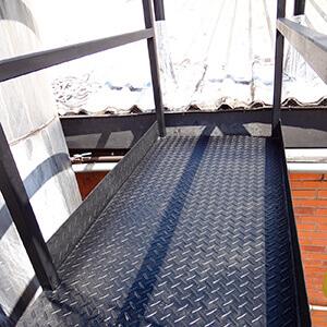 Passarela Metálica para Acesso ao Telhado
